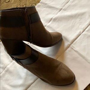 Size 9.5 brown ankle boots, worn half dozen times